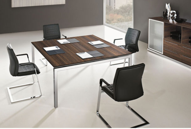 sale riunioni tavolo riunioni